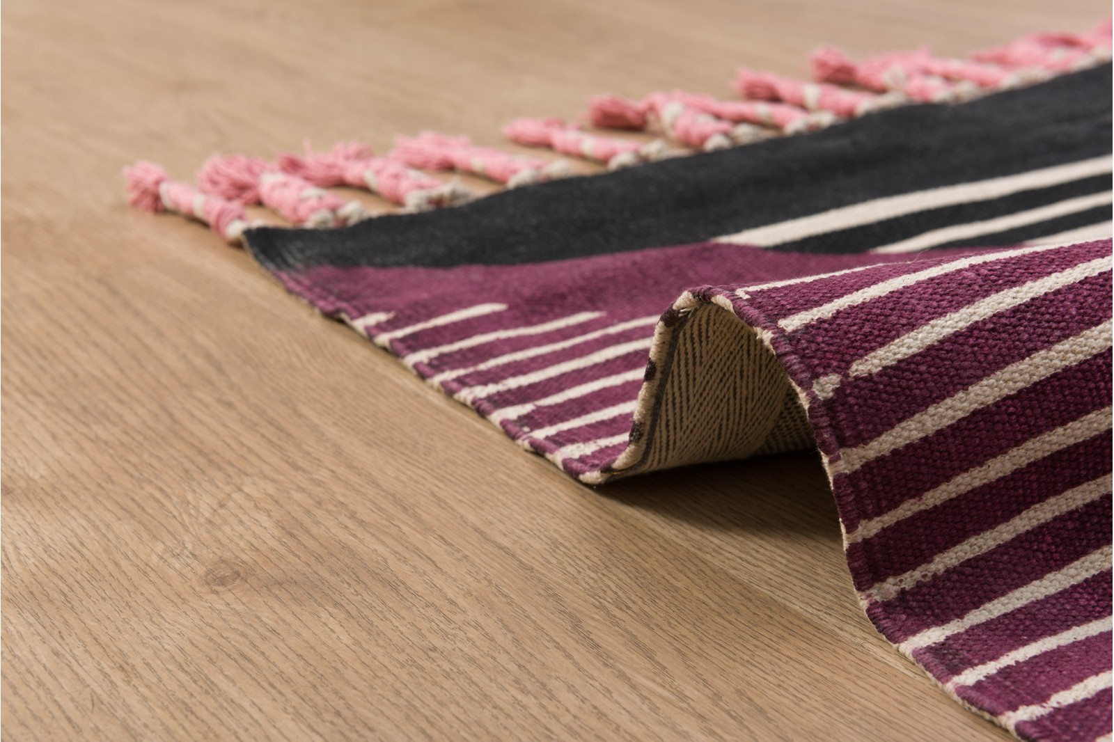 BERTA RUG. ABSTRACT COLOURS AND FRINGES