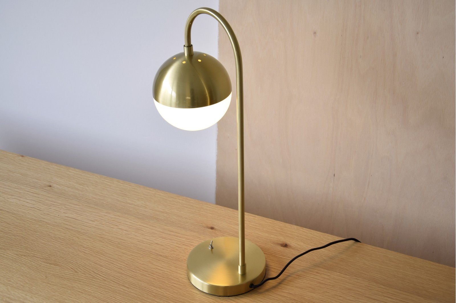 TABLE LAMP AGARIMO. METAL-GLASS