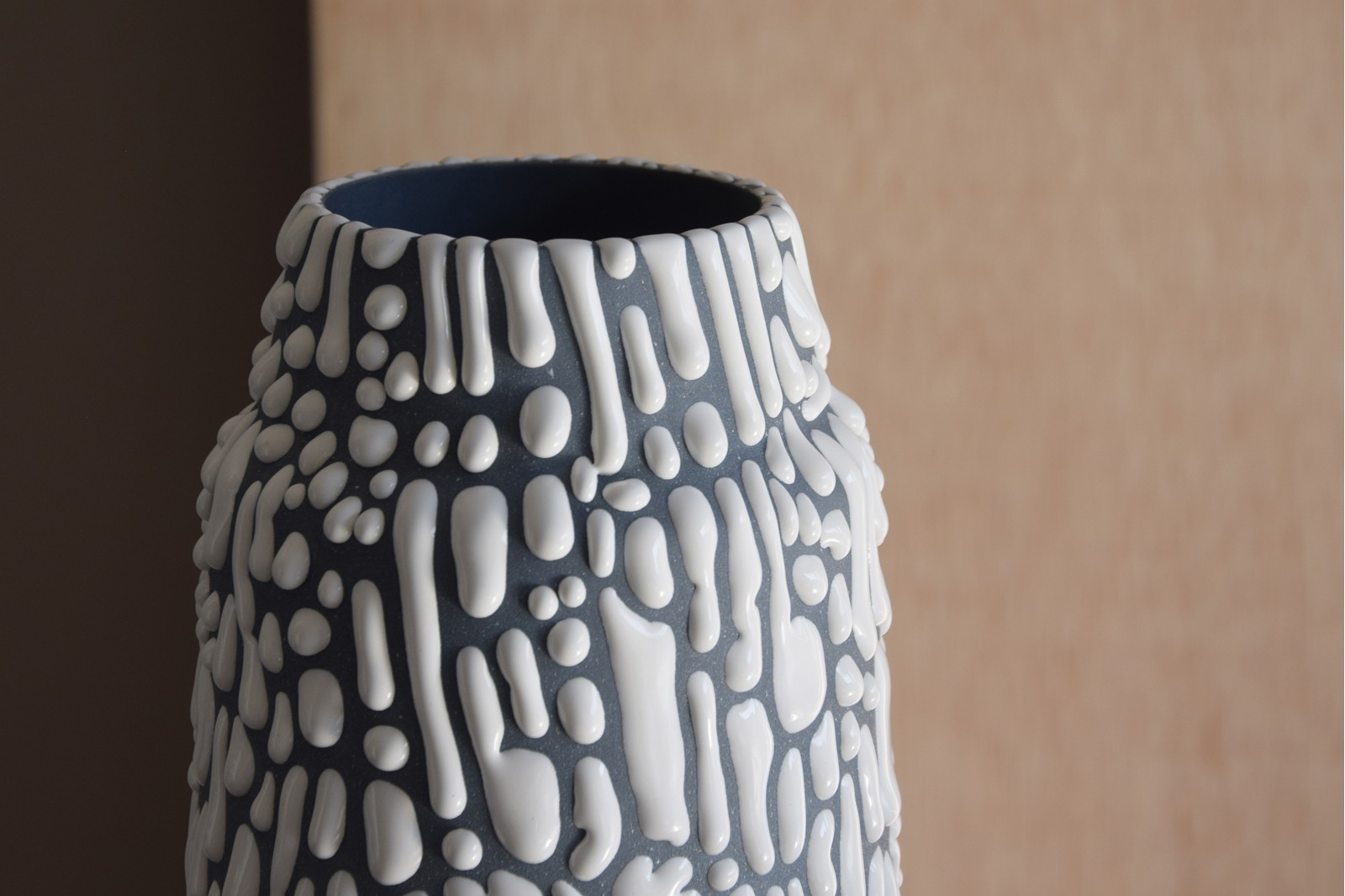 WATER COLLECTION: CERAMIC VASES AND CENTREPIECE