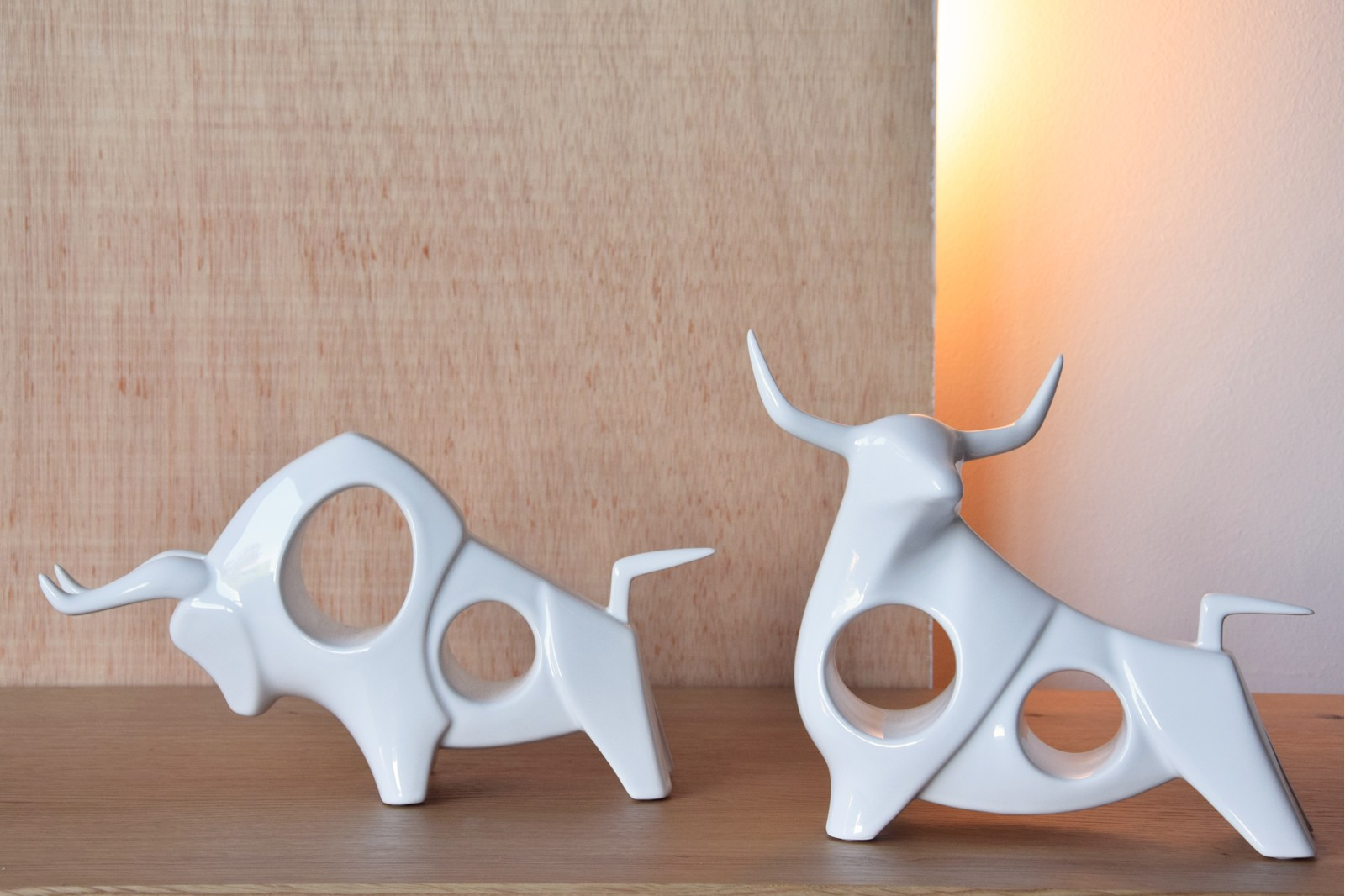 BULL COLLECTION. WHITE GLOSS CERAMIC SCULPTURE