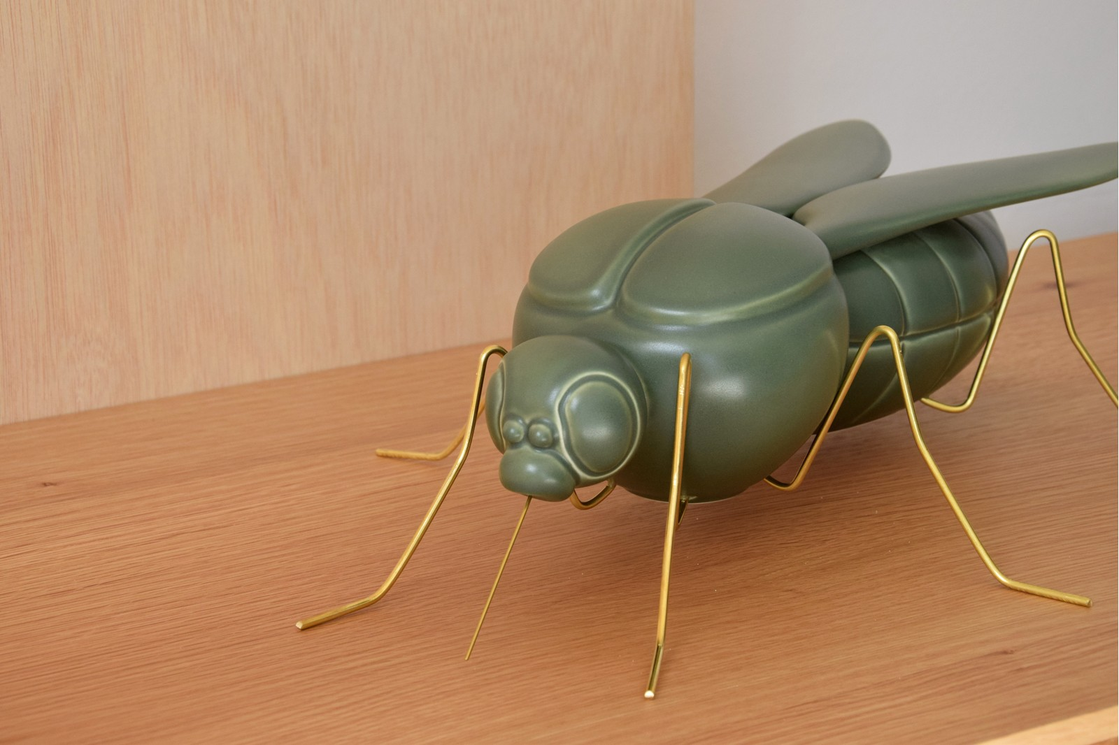 MOSQUITO SCULPTURE. CERAMIC. MATT DARK GREEN