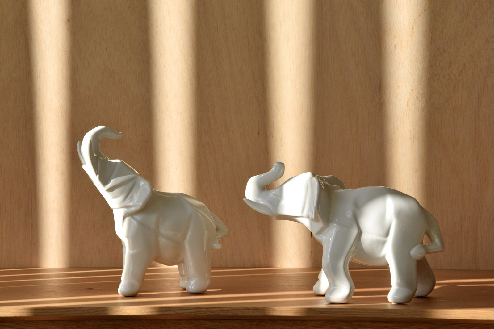 ELEPHANT COLLECTION. WHITE GLOSS CERAMIC SCULPTURE