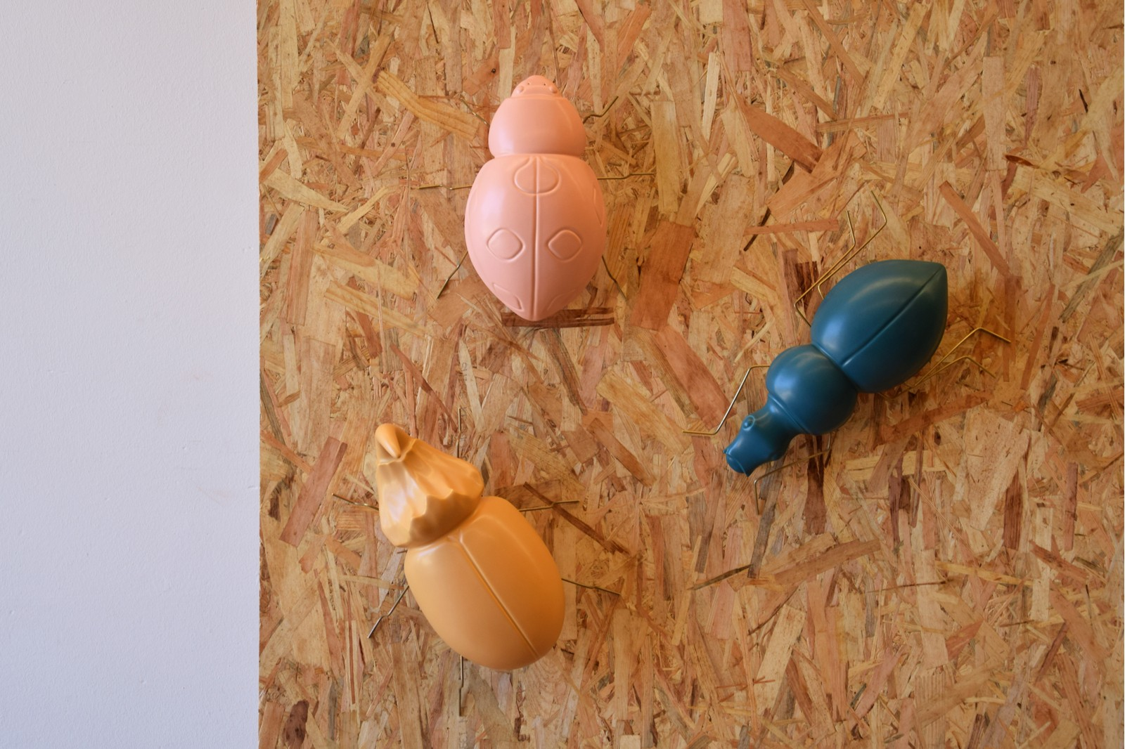 BEETLE. CERAMIC. MATT DARK GREEN BLUE