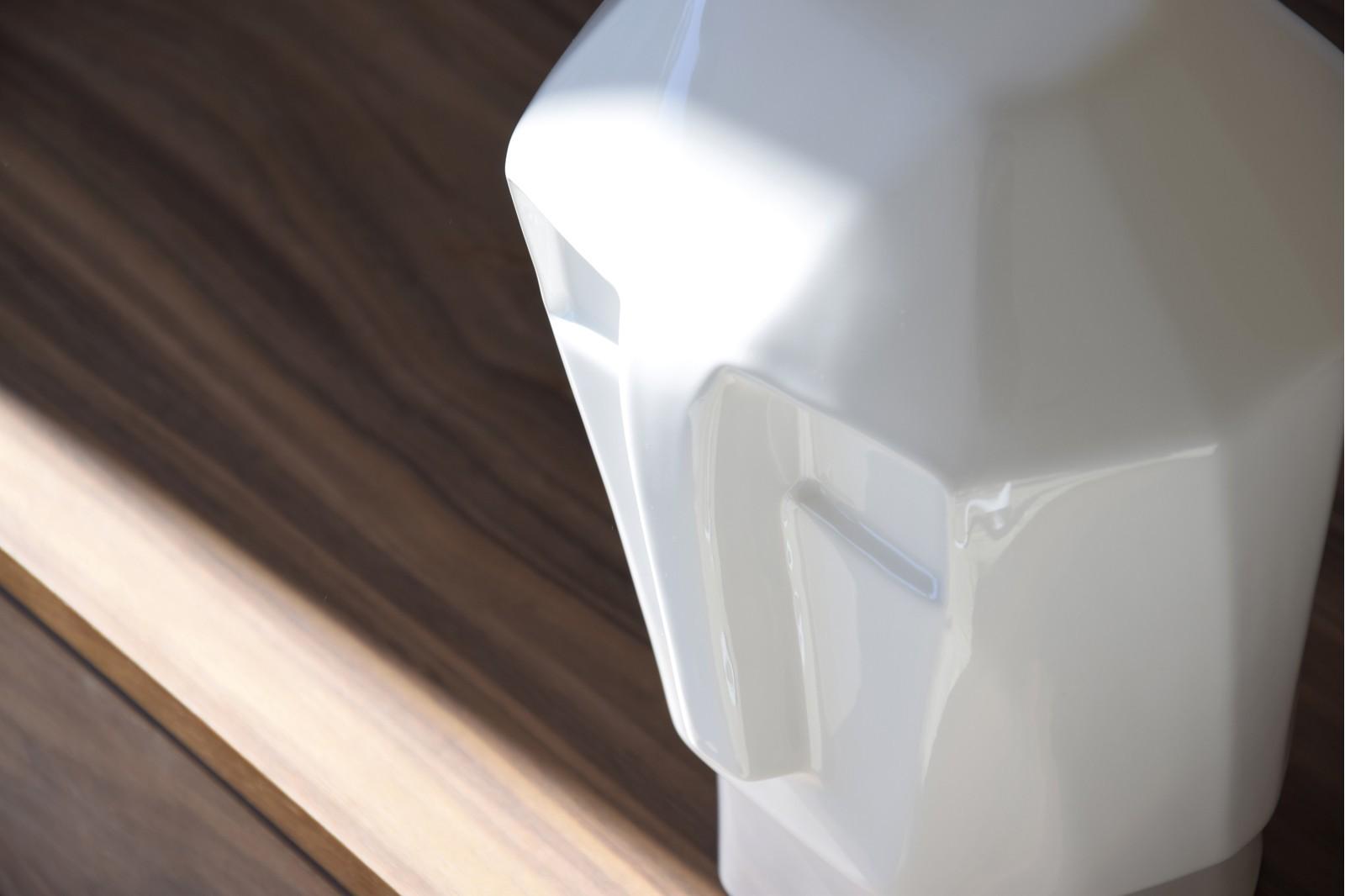 CERAMIC HEAD SCULPTURE IN GLOSSY WHITE COLOR