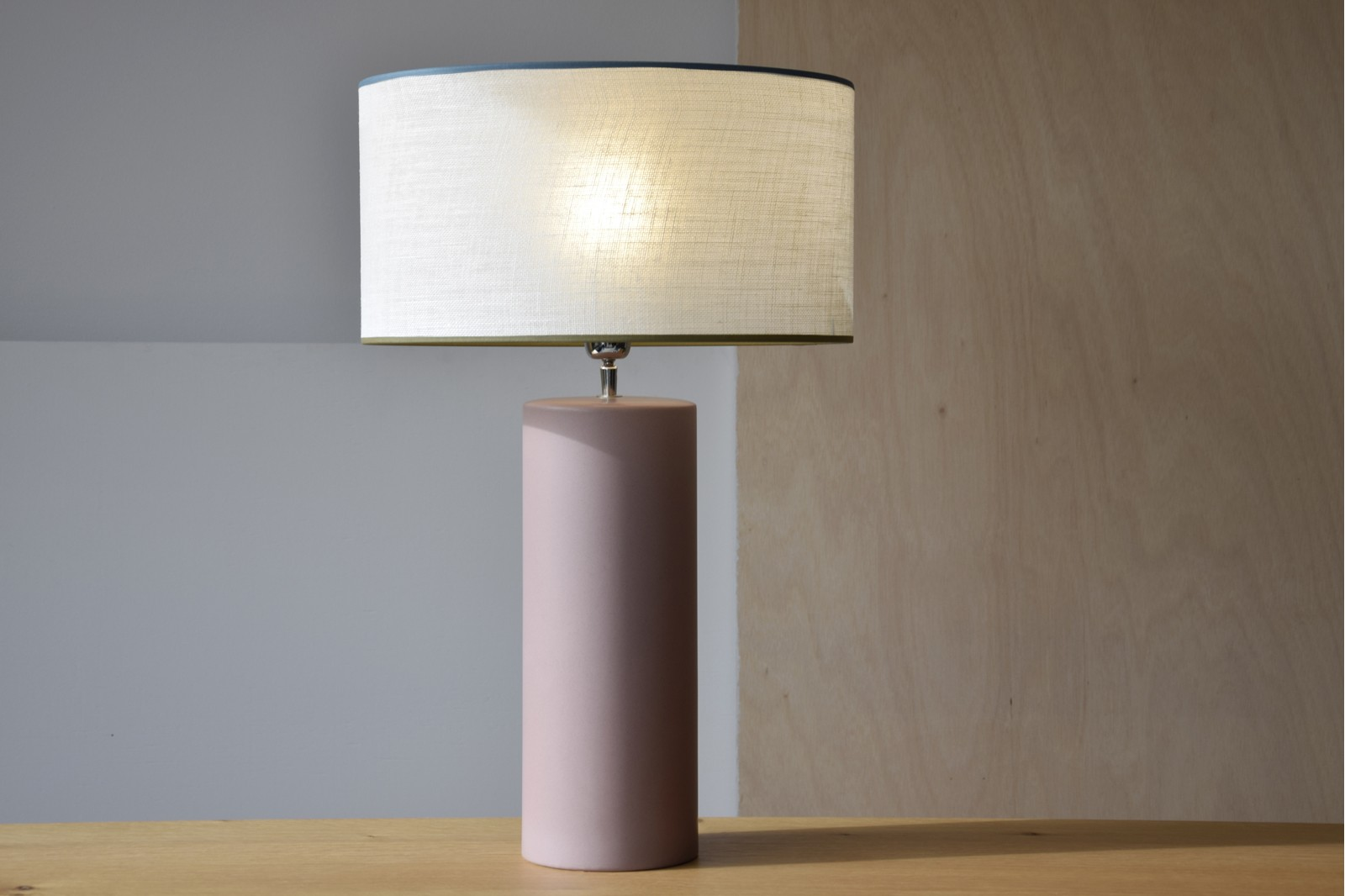 CERAMIC LAMP W/LAMPSHADE