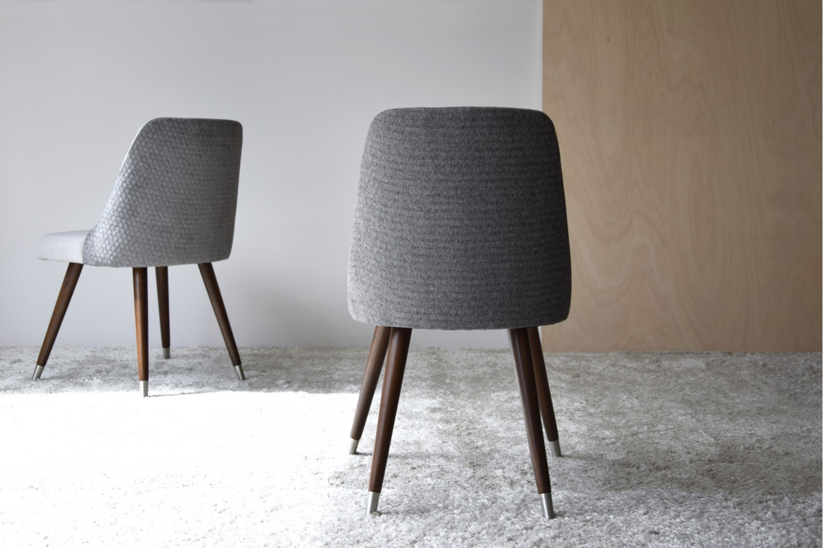 SET 2 DINING CHAIRS. GREY COLOR WOODEN LEGS
