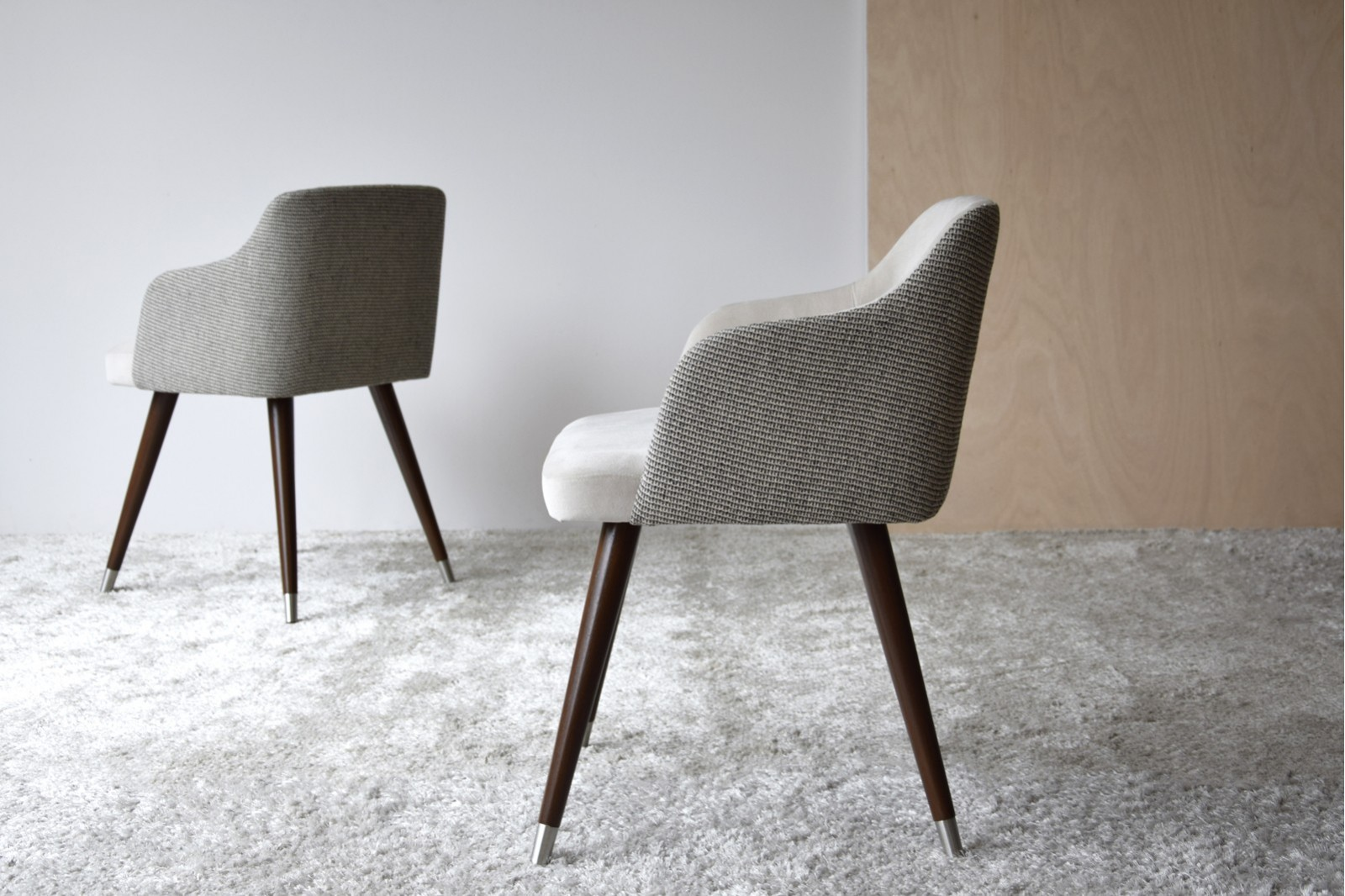 DINING CHAIR. STONE AND GREY COLOR. WOODEN LEGS