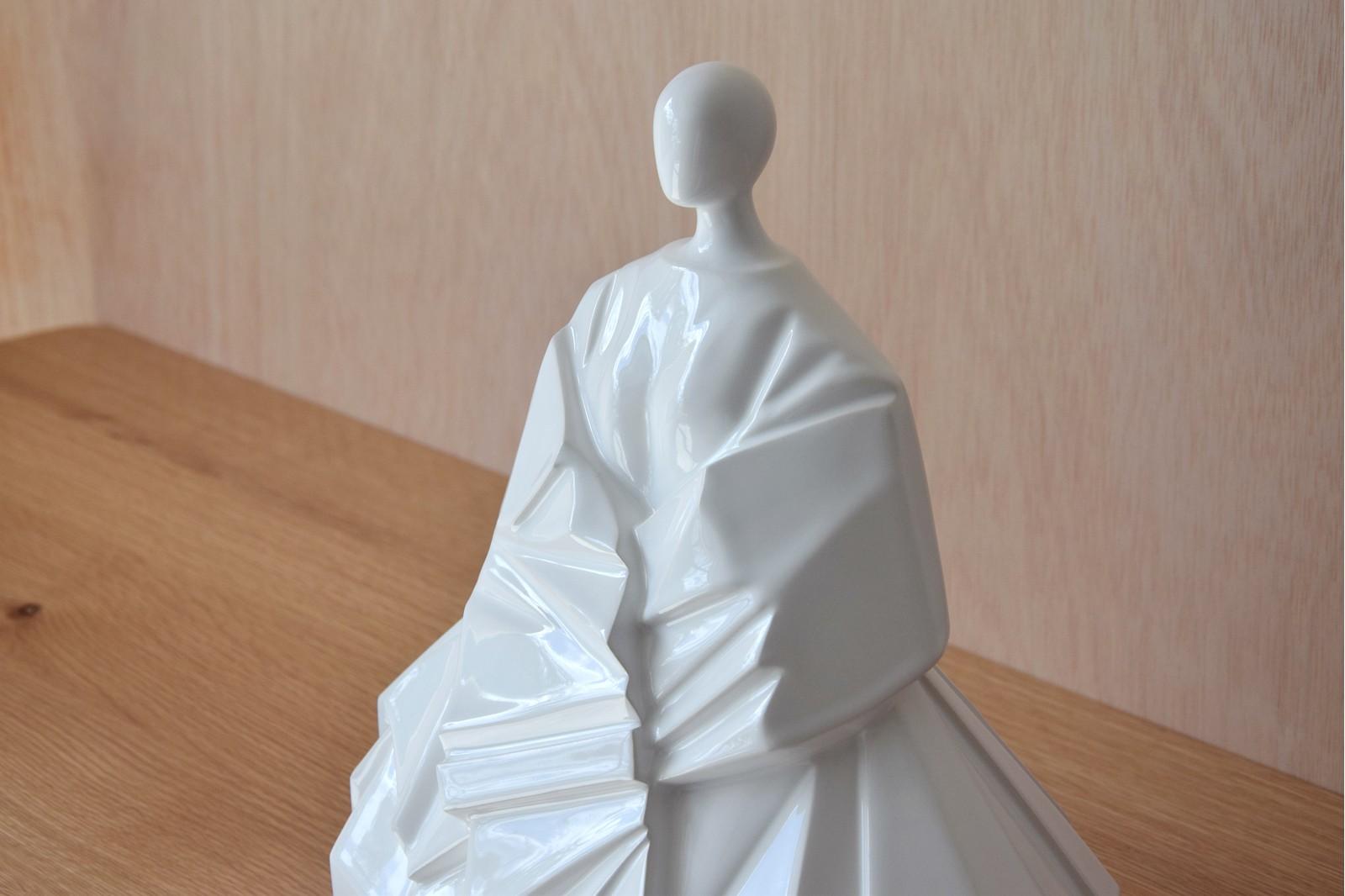 JAPANESE.EXTENDED SLEEVE.GLOSSY WHITE.